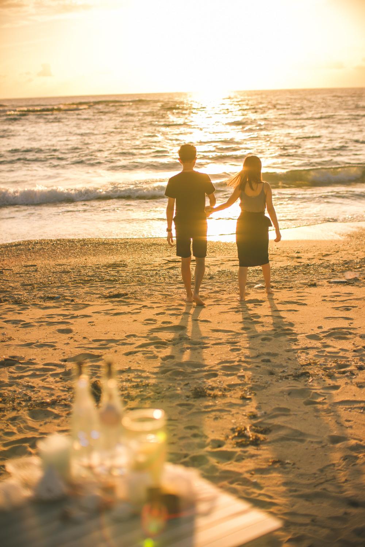 沖繩沙灘夕陽求婚
